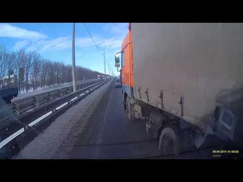 Водитель фуры утверждает, что не заметил ДТП и скрылся