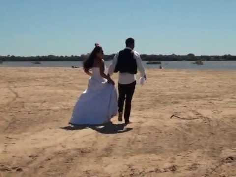 Recém casados em praia de São Felix do Araguaia MT