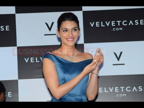 Look With Whom Kriti Sanon Celebrates Her 27th Bir