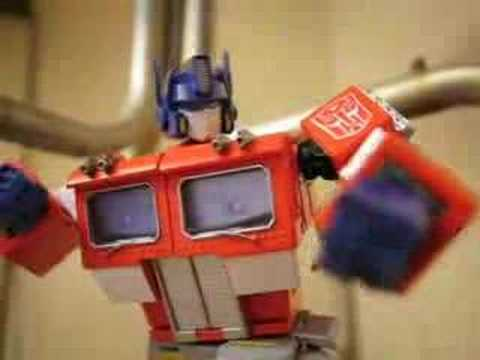 Optimus Prime - The dwarf beats the shit out of the big boss!