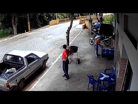 Idiota tnie szlifierką beczkę po benzynie…