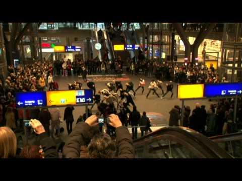 Flashmob Central Station Berlin | Staatsballett Berlin | Giorgio Madia видео
