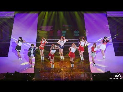 周子瑜在表演時不小心跳錯了舞步,但她淡定的反應讓網友們都直呼「錯比對的還可愛!」