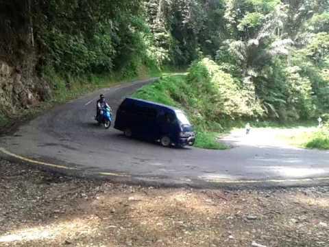 Download Video Mobil Dan Sepeda Motor Melintasi Jalan Tikungan Paling Tajam Se Pasaman