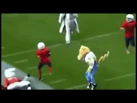 2 minutes of professional mascots destroying peewee football players.
