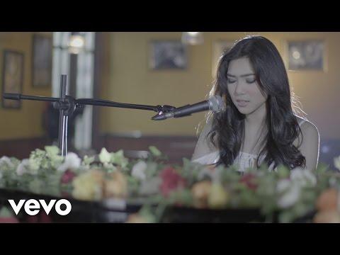 Download Lagu Isyana Sarasvati - Tetap Dalam Jiwa Music Video