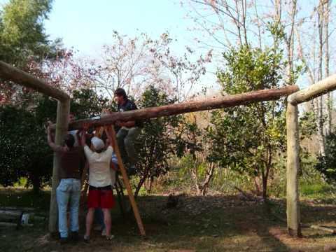 Pergolas de troncos videos videos relacionados con - Pergolas de troncos ...
