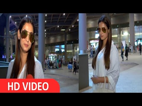 Sonal Chauhan Spotted At Airport