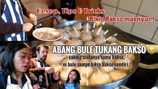 Video ABANG BULE TUKANG BAKSO || RESEP, TIPS & TRICKS BIKIN BAKSO.. MP3, 3GP, MP4, WEBM, AVI, FLV Februari 2019