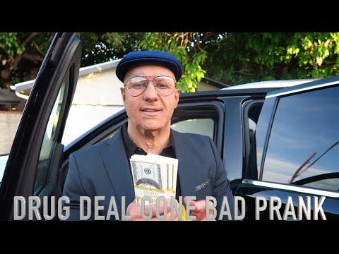 當女星遇到一宗毒品交易現場,然後對方掏槍把司機給做掉,她會有怎樣的結果呢?