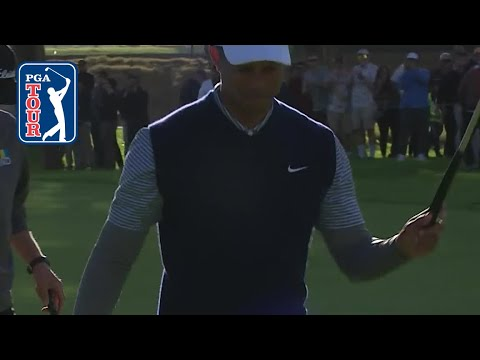 Tiger Woods eagles No. 11 at G …