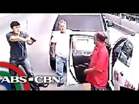Taxi - Authorities are now looking for the driver who was caught on camera pointing a gun at a taxi driver after a video of the incident became a viral hit on the Internet. Subscribe to the ABS-CBN...