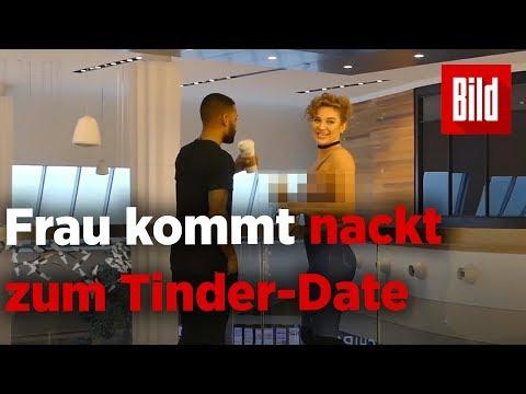 Stell dir vor, dein Tinder-Date kommt nackt -  nur mi ...