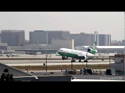 Emirates 777-300ER and EVA MD-11 Take-offs at LAX (видео)