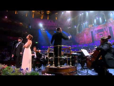 Sierra Boggess - Check out my tumblr: http://someonewillcare.tumblr.com Sierra Boggess and Julian Ovenden performing People Will Say We're In Love from Oklahoma in the BBC Pr...