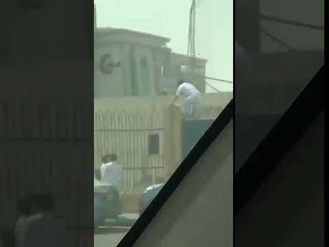 العرب اليوم - شاهد: لحظة هروب طلاب من المدرسة في السعودية