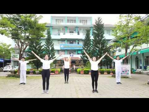 Y Bác sĩ bệnh viện Y học cổ truyền Đà Nẵng thực hiện bài tập thể dục Rajio Taiso