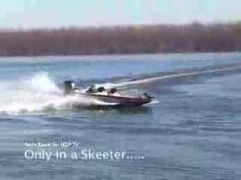 Skeeter Bass Boat doing a 360 degree turn!