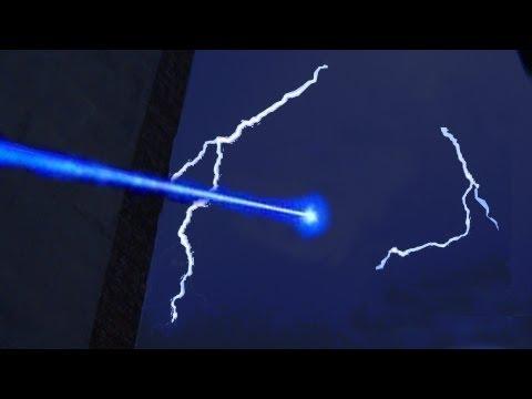雷射光束 VS 閃電!