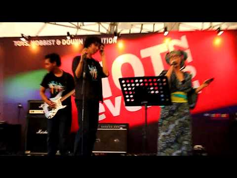 vocapost - Vocapost Band @ HOT Event JIEXPO Jakarta 4 November 2012 performing Melt.