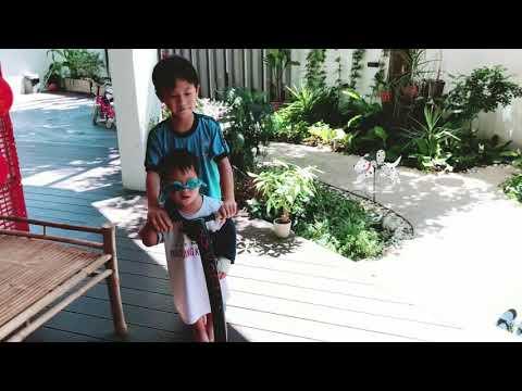 Mio bó bột tay vẫn chơi thể thao | Ly Hai Minh Ha Family - Thời lượng: 4 phút và 44 giây.