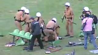 Confusao apos o apito final termina com feridos apos o Coritiba ser rebaixado para a Serie B do campeonato Brasileiro de 2009.