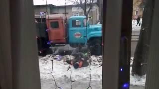 Пьяные коммунальщики в Орле. На них держится земля русская!