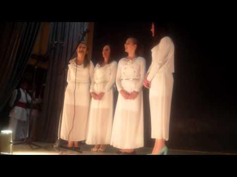 Ženska pevačka grupa UNA iz Barajeva: Tri venca plela