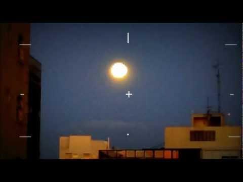 Unidentified Flying Object (Sky Fireball UFO or MOON?) Alien- BRAZIL 2013 OVNI VIDEO
