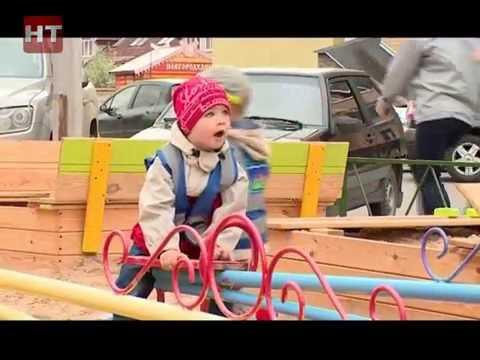 Представители народного фронта провели рейд по детским площадкам Великого Новгорода