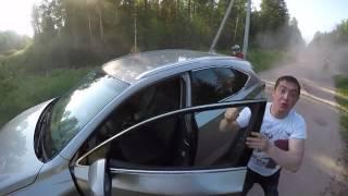 A mógł zamknąć ryj! Pijany kierowca dostaje wpi*rdol w pokrzywach od motocyklistów!