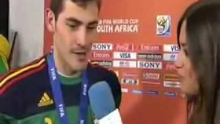 Iker Casillas kissing his girlfriend Sara Carbonero (HD).avi