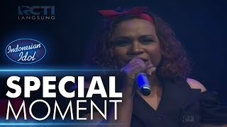 Video Wow! Kevin duet dengan Mama! - Spekta Show Top 10 - Indonesian Idol 2018 MP3, 3GP, MP4, WEBM, AVI, FLV Mei 2018