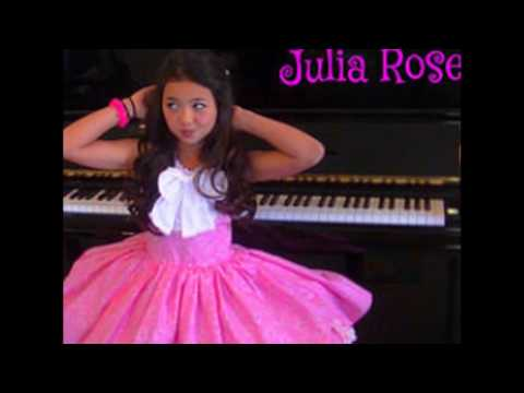 """CHILD ACTRESS JULIA GRUENBERG FROM THE HIT FX SITCOM """"BASKETS"""""""