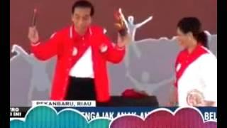 Denny Siregar JOKOWI GA BISA MAIN SULAP