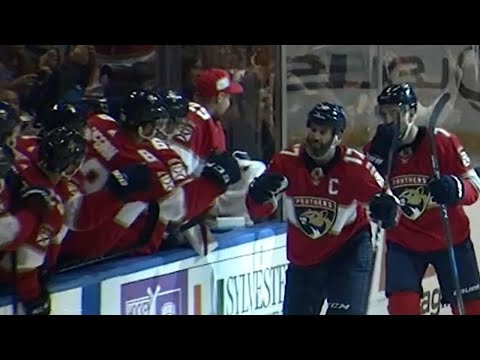 Video: Panthers captain MacKenzie forces turnover then scores short-handed
