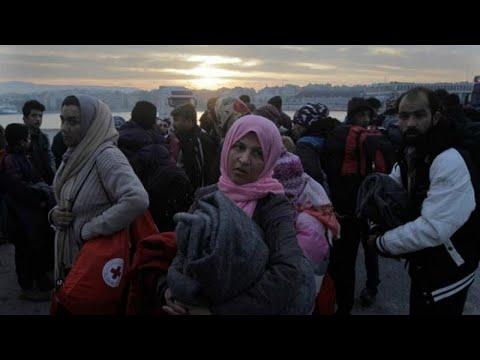 Έφτασαν Πειραιά και πάνε Βόλβη οι πρώτοι 400 από τη Μόρια…