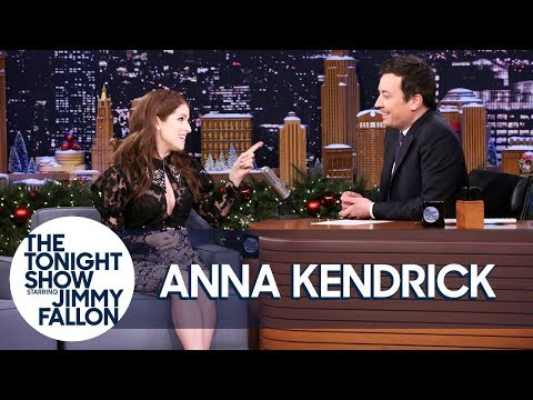 Anna Kendrick Does Her Impression of Kristen Stewart Talking About Pitch Perfect 3 (видео)