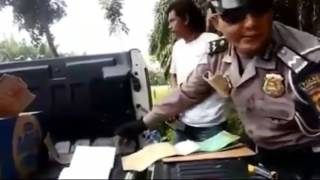 Video Oknum Polisi Terekam Video Saat Lakukan Pungli MP3, 3GP, MP4, WEBM, AVI, FLV September 2017