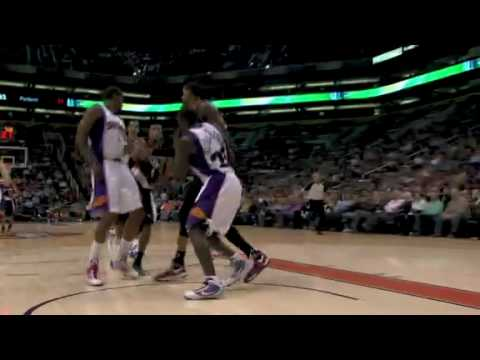 Dante Cunningham dunks over Amare Stoudemire 02-10-2010