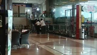 Video VIRAL..!!! Suami istri ini berantem di mall sampai di pisahkan puluhan security. MP3, 3GP, MP4, WEBM, AVI, FLV November 2017