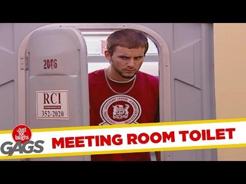 Ce s-a întâmplat într-o toaletă publică (video)