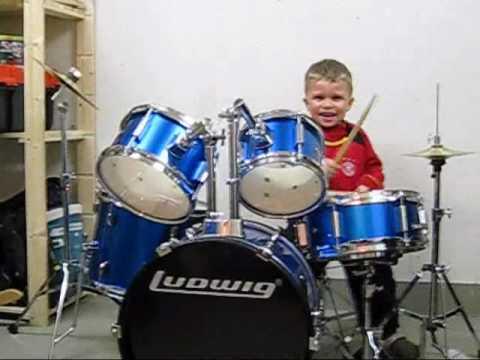 Drum Kid 3 years old - Schlag die Trommel!  :0)