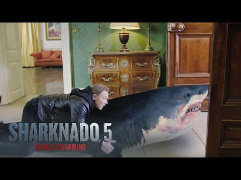 Sharknado 5: Global Swarming (Clip 'Buckingham Palace')