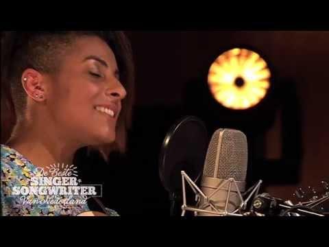 singer songwriter - Wil jij de concerttour 2014 bijwonen? http://www.debestesingersongwriter.nl/Tour.13099.0.html De Songtekst: Ik ben los vast En het voelt alsof ik bijna niet ...