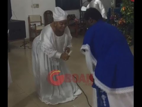 Toyin Ashewo To Re Mecca Shows Off Her Dance Move At A Celestial Church In Nigeria