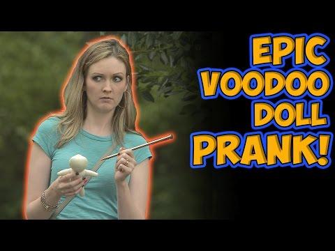 Källi Voodoo-nukella – Pelottavaa pilailua