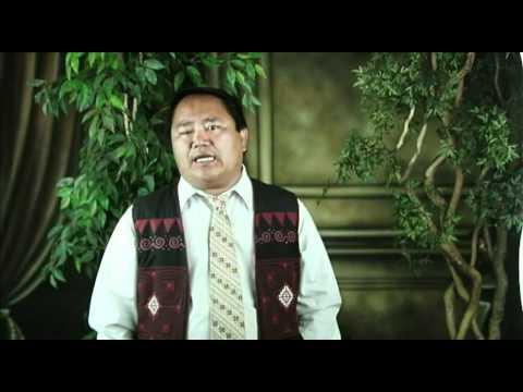 Bee Yang ZAJ TSHOOB NTUAS NTXHAIS (commentary version) (видео)