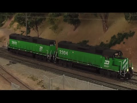 HO Scale Train DCC BN GP38-2 and GP38-2B 11-1-11