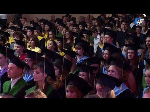 В этом году 306 выпускников НовГУ получили красный диплом